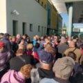 На кордоні з Угорщиною ажіотаж, сотні автівок: для українців закривають в`їзд. ВІДЕО