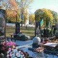 На військовому кладовищі в Житомирі невідомі покрали мармурові скульптури