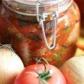 Мариновані огірки в томатній заливці