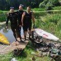 У Новограді-Волинському підводники, пропливши частиною річки, зібрали 6 мішків сміття. ФОТО