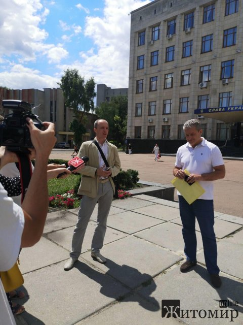 У Житомирі батьки протестували проти дистанційного навчання. ФОТО
