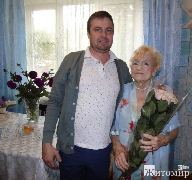 У Малині 98-річна жінка досі працює лікарем акушером-гінекологом. ФОТО