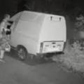 У Житомирі вночі обікрали автівку. ВІДЕО