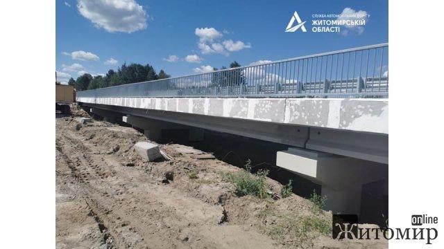 На Житомирщині вже заасфальтували прикордонний міст. ФОТО
