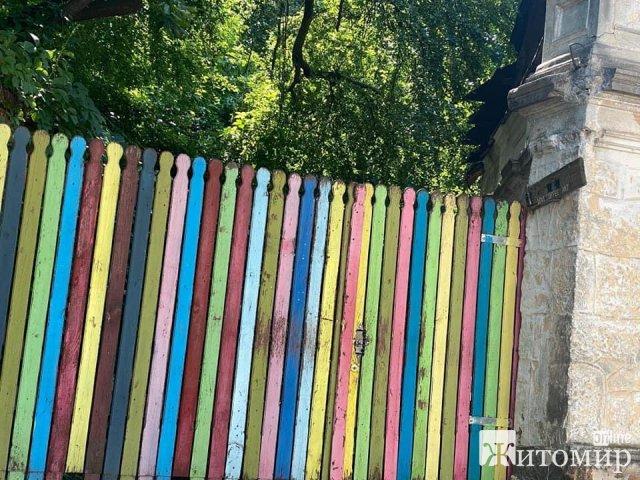 """У житомирському парку закрилося """"кольорове"""" кафе? ФОТО"""