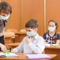 У Міносвіти розповіли, хто має купувати маски та антисептики для шкіл