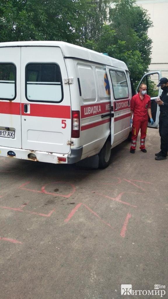 У Житомирі вогнеборці врятували літню жінку із задимленої квартири. ФОТО