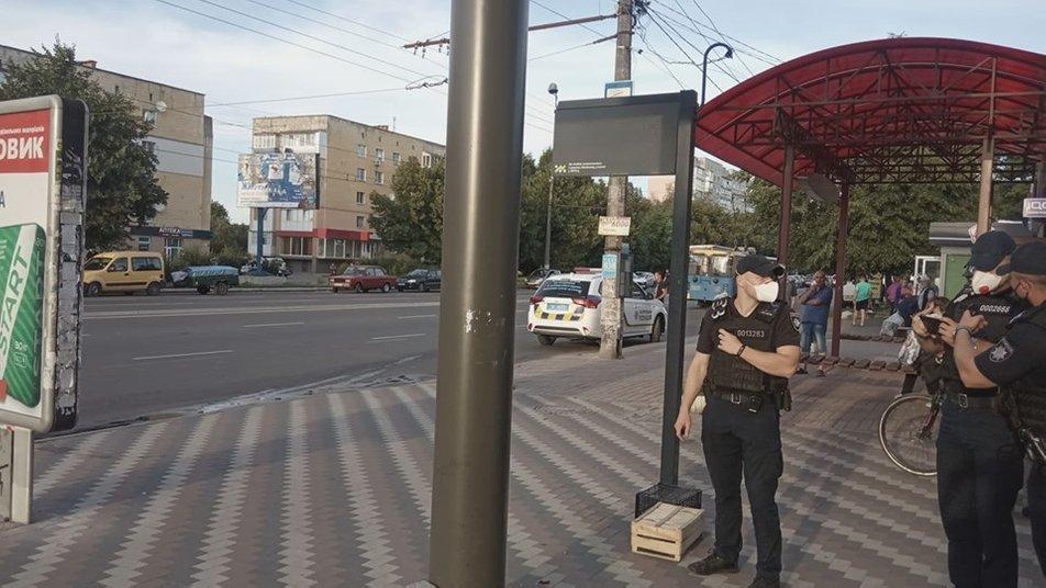 На зупинці в Житомирі підозріла сумка налякала громадян