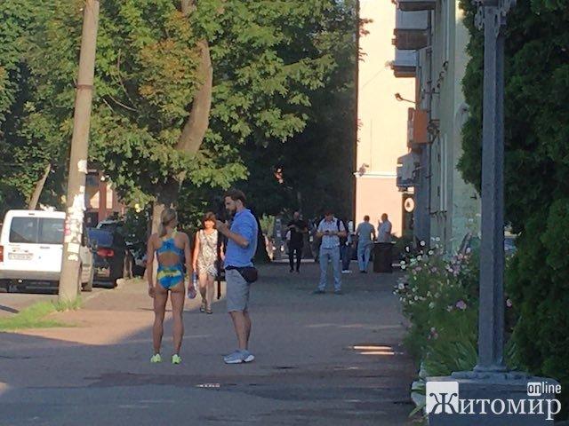 Зараз Юлія Єлістратова робить фотосесію на Пушкінській у Житомирі. ФОТО
