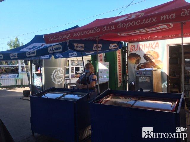 Недільний ранок на автостанції «Житній ринок» у Житомирі. ФОТО