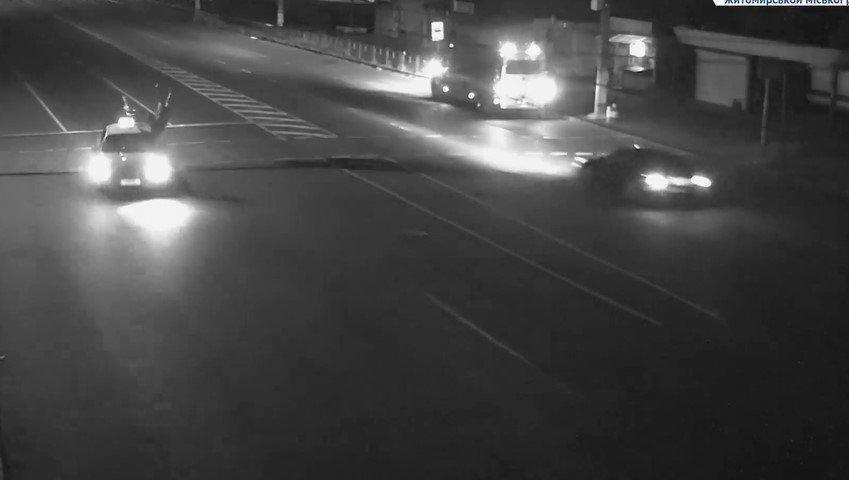 На Проспекті Миру автомобіль збив жінку, її стан важкий