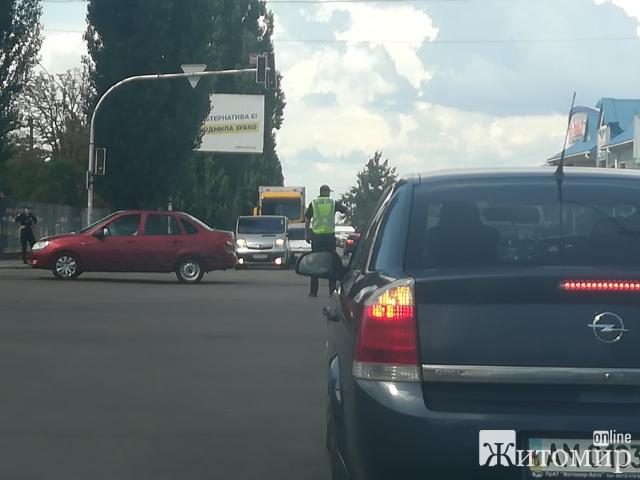 До уваги водіїв Житомира! На Проспекті Незалежності не працюють світлофори! ФОТО