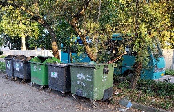 """У Житомирі керуюча компанія """"ДомКом"""" закрила сміттєпроводи в усіх під'їздах будинку"""