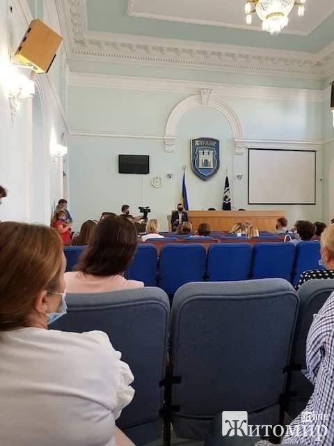 Влада Житомира не хоче відповідати за 23 гімназію