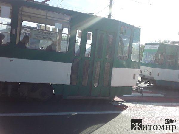 У Житомирі на Хінчанці на переході збили пішохода. ФОТО