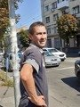 У центрі Житомира чоловік повкрадав зливні решітки. ФОТО