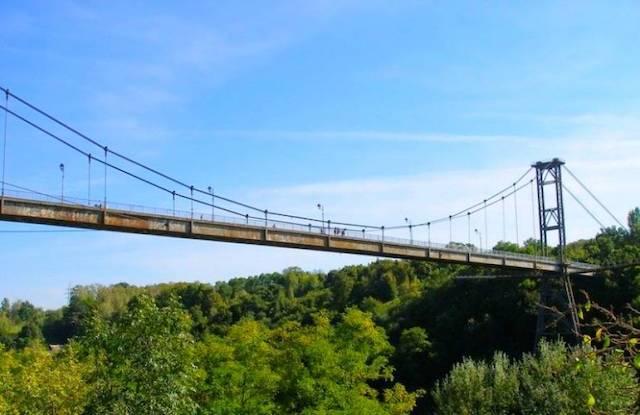У Житомирі людина кинулась з мосту