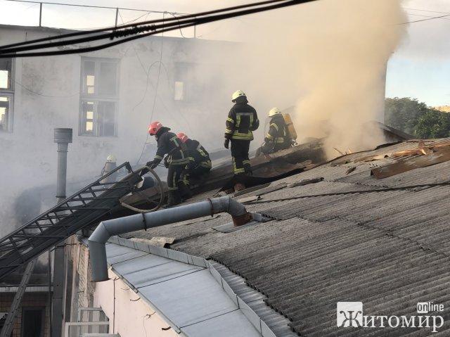 Подробиці пожежі на території колишньго хлібзавода в Житомирі. ФОТО