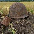 На полі в Бердичівському районі пошуківці відкопали рештки 5 солдат. ФОТО