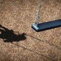 В Житомирській області прямо з дитячого майданчику у дворі багатоквартирного будинку зникла 4-річна дівчинка