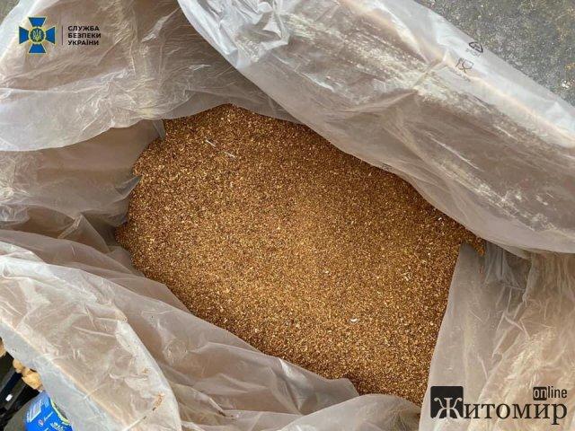 Жителі Житомирської та Хмельницької областей організували підпільне виробництво цигарок: щомісяця збут становив понад 10 млн грн. ФОТО