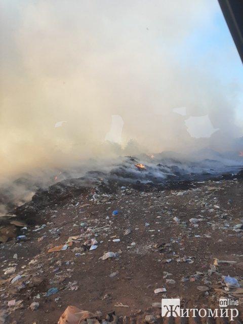 За добу на Житомирщині рятувальники гасили займання торфу, сміття та три пожежі в побуті. ФОТО