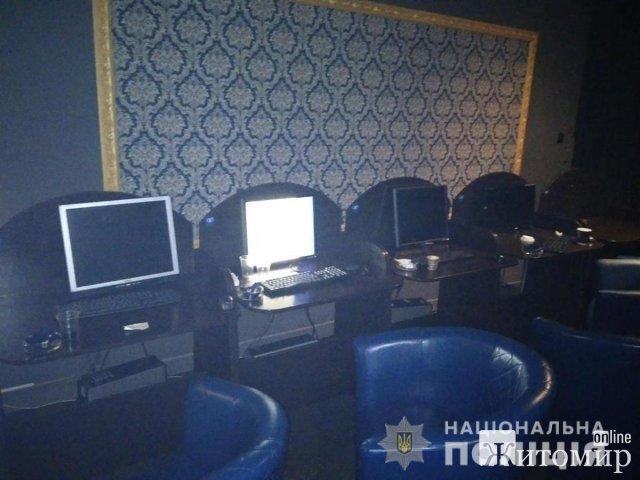 """У Житомирі поліцейські """"накрили"""" два підпільних гральних заклади та вилучили техніку. ФОТО"""