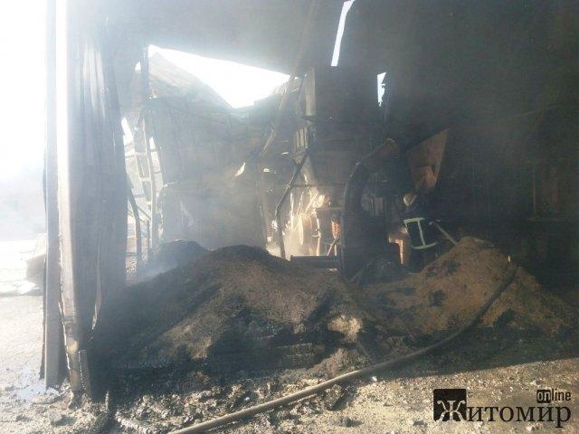 У селі Житомирської області горів цех з виготовлення пелетів. ФОТО