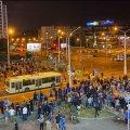"""Второй день протестов в Беларуси: коктейли """"Молотова"""", светошумовые гранаты, стрельба и баррикады. ВИДЕО+ФОТОрепортаж"""