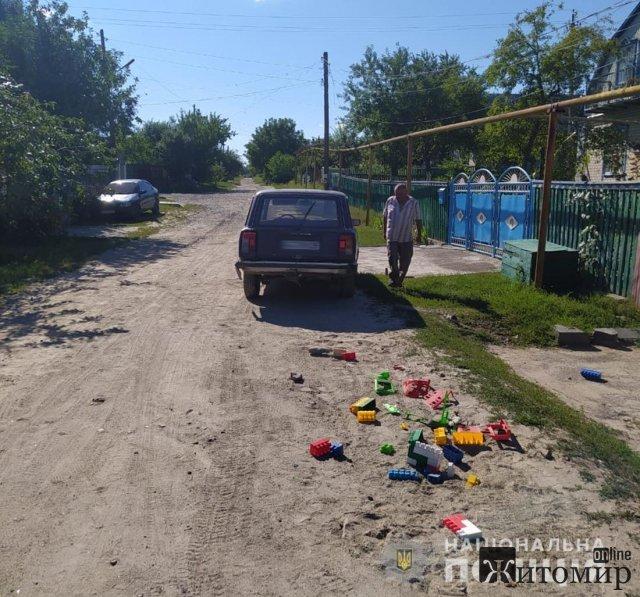 У Коростишеві п'яний водій на ВАЗ наїхав на дітей, які гралися на дорозі. ФОТО