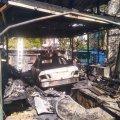 У Житомирі згорів Mercedes-Benz і ледь не зайнявся будинок