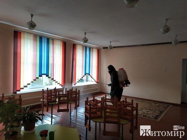 У Житомирській області проводили дезінфекцію дитсадка, де виявили два випадки захворюваності на Covid. ФОТО