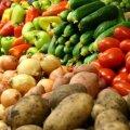"""Овочі та фрукти на ринку """"Східний"""" у Житомирі перевіряють на вміст нітратів кожен ранок"""