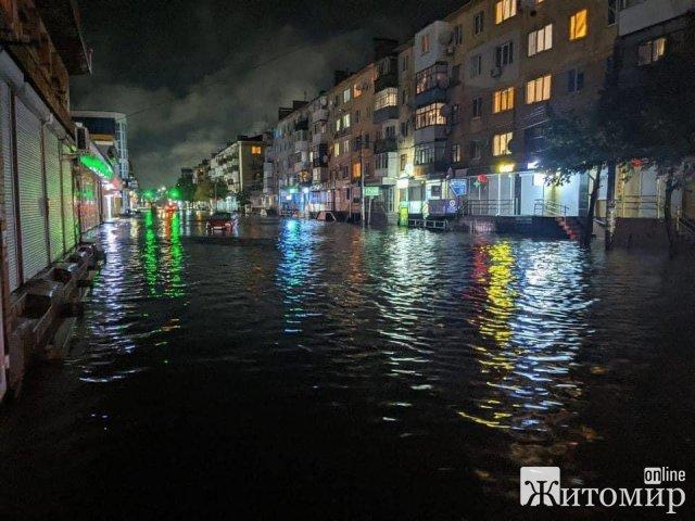Вулиця Хлібна у Житомирі після зливи. ФОТО