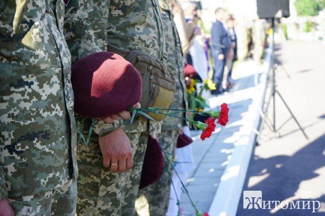 На військовому кладовищі в Житомирі відбувся мітинг-реквієм. ФОТО