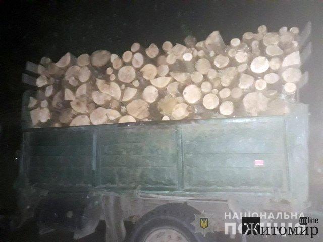 На Житомирщині поліцейські ловили селян з деревиною. ФОТО