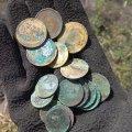 На Житомирщині пошуківці відкопали 5 солдат: біля них знайшли речі та гроші. ФОТО