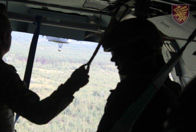 Бійці 95 бригади здійснили десантування з вертольота без парашутів. ФОТО