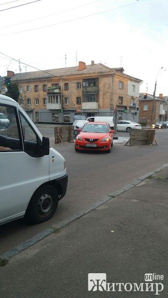 У Житомирі на перехресті вулиць Гагаріна та Святослава Ріхтера сталося ДТП. ФОТО