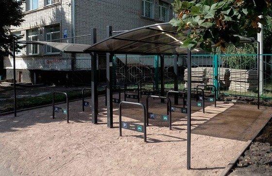 У Житомирському ліцеї відкрили велосипедні парковки