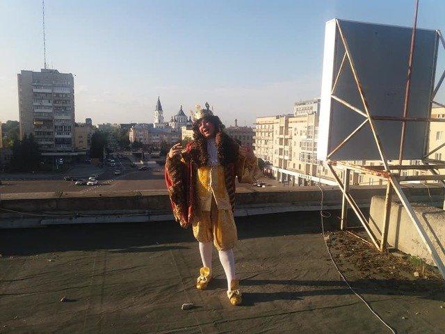 Зйомки на даху Житомирського драмтеатру. ФОТО