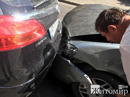 Знову аварія на вулиці Перемоги у Житомирі. ФОТО