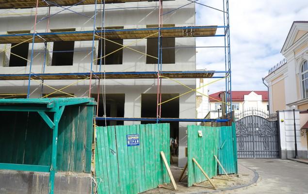 Міська влада хоче продати «Трьом гусям» земельну ділянку в центрі Житомира, за яку судиться прокуратура