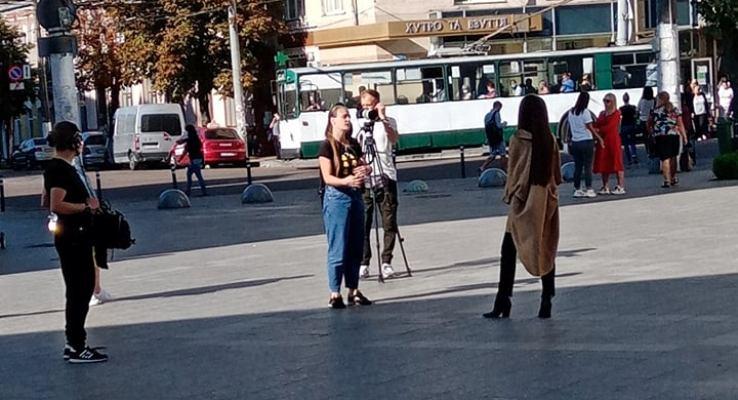В Житомирі зараз п'є каву головна холостячка країни та чудова акторка Ксенія Мішина. ФОТО