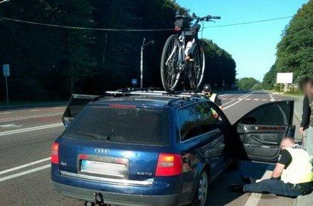 Водій з Житомира травмував поліцейського, йому загрожує 2 роки позбавлення волі