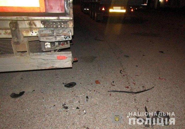 На Житомирщині Nissan врізався у вантажівку, травмовані двоє дорослих та двоє дітей. ФОТО