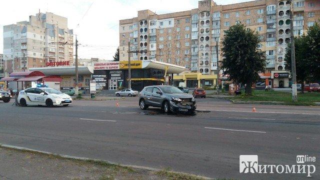 У Житомирі на проспекті Миру сталося лобове зіткнення двох автівок. ФОТО