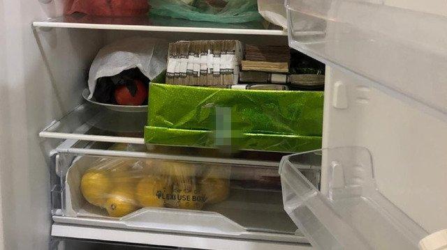 """СБУ знайшла розікрані гроші у холодильнику керівників """"Укрзалізниці"""". ФОТО"""