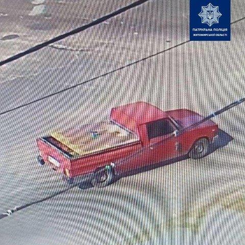 Житомирська поліція знайшла автомобіль, водій якого збив людину на пішохідному переході й втік. ФОТО