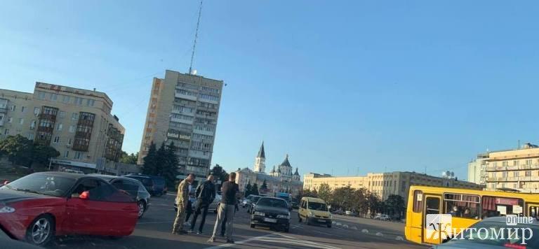 ДТП на Соборному майдані у Житомирі.ФОТО